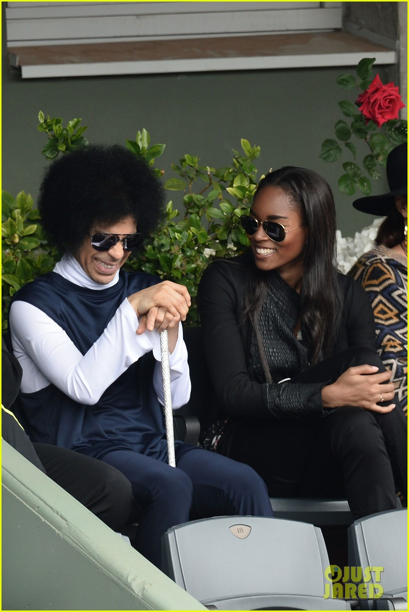 prince holds court with his sceptor at the french open 093126476