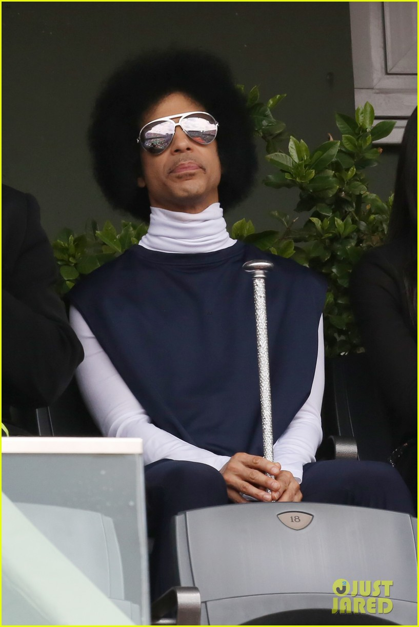 prince holds court with his sceptor at the french open 123126479