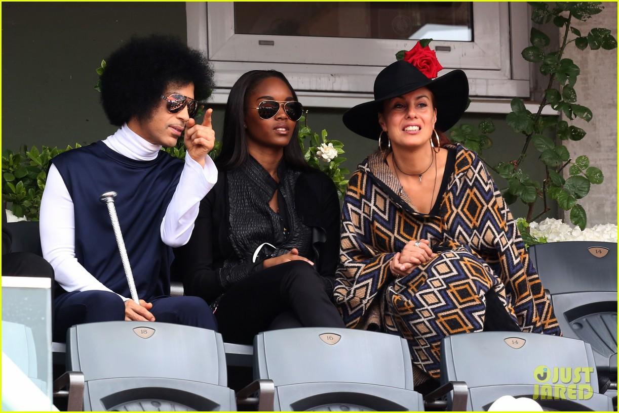prince holds court with his sceptor at the french open 13