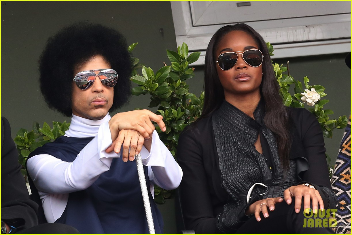 prince holds court with his sceptor at the french open 153126482
