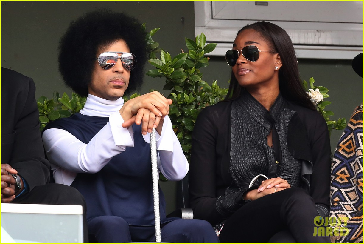 prince holds court with his sceptor at the french open 18