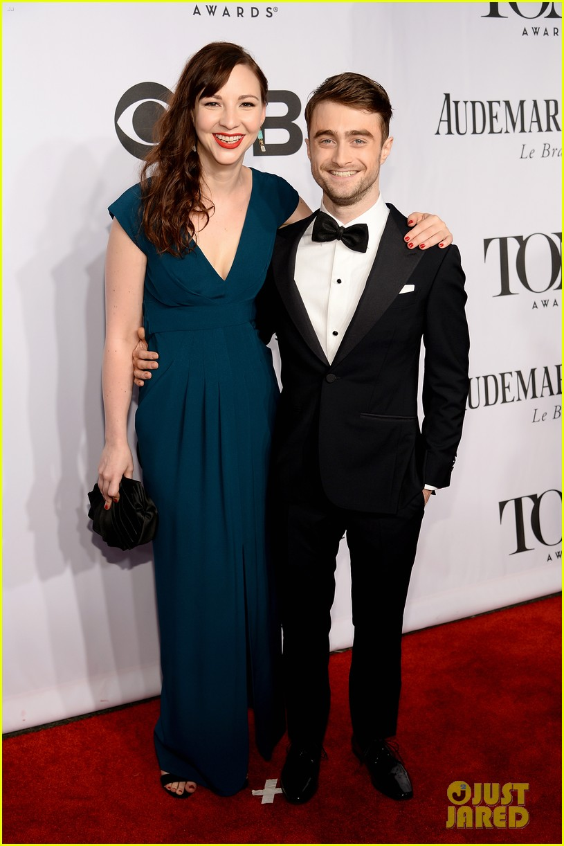 daniel radcliffe erin darke make red carpet debut at tonys 2014 04
