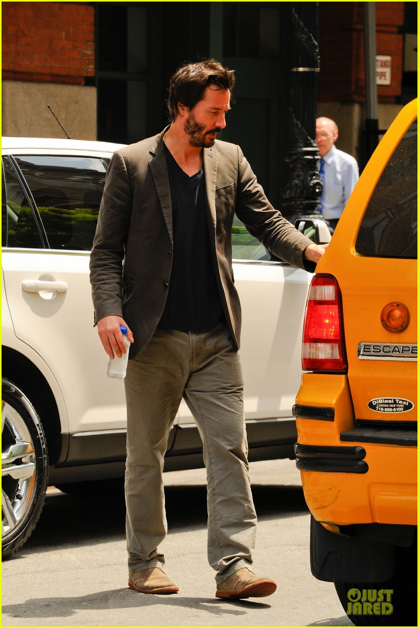 keanu reeves set to present at guys choice awards 01