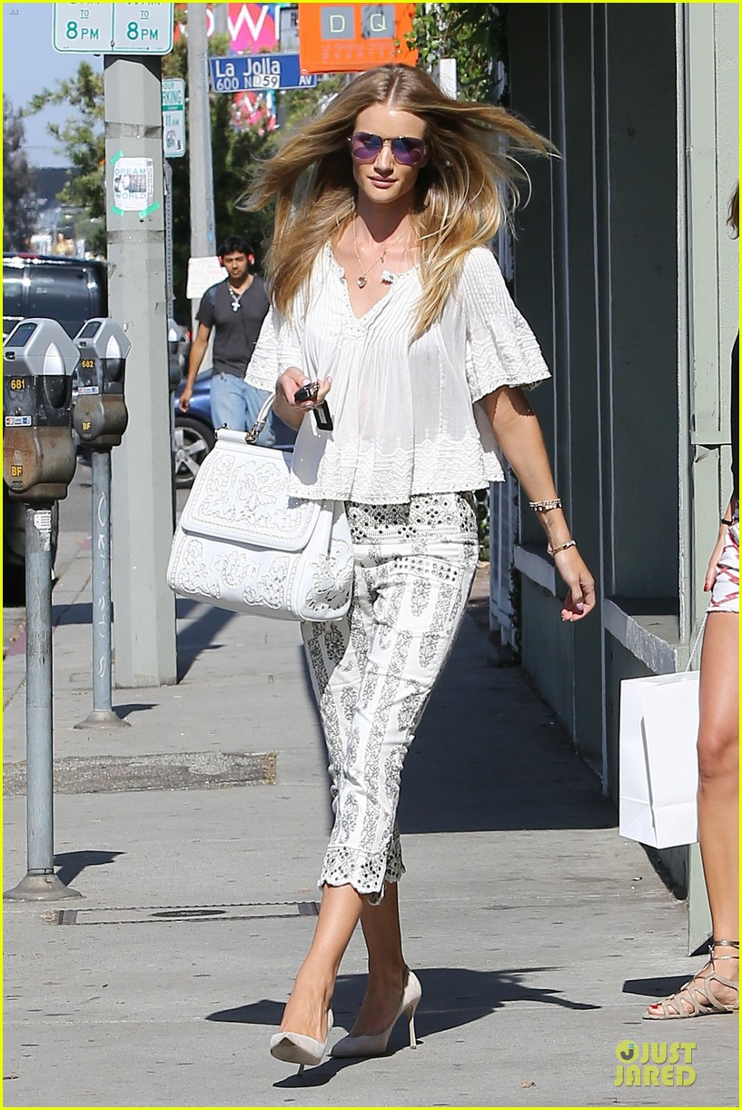 rosie huntington whiteley shops decades after rock n roll weekend 01