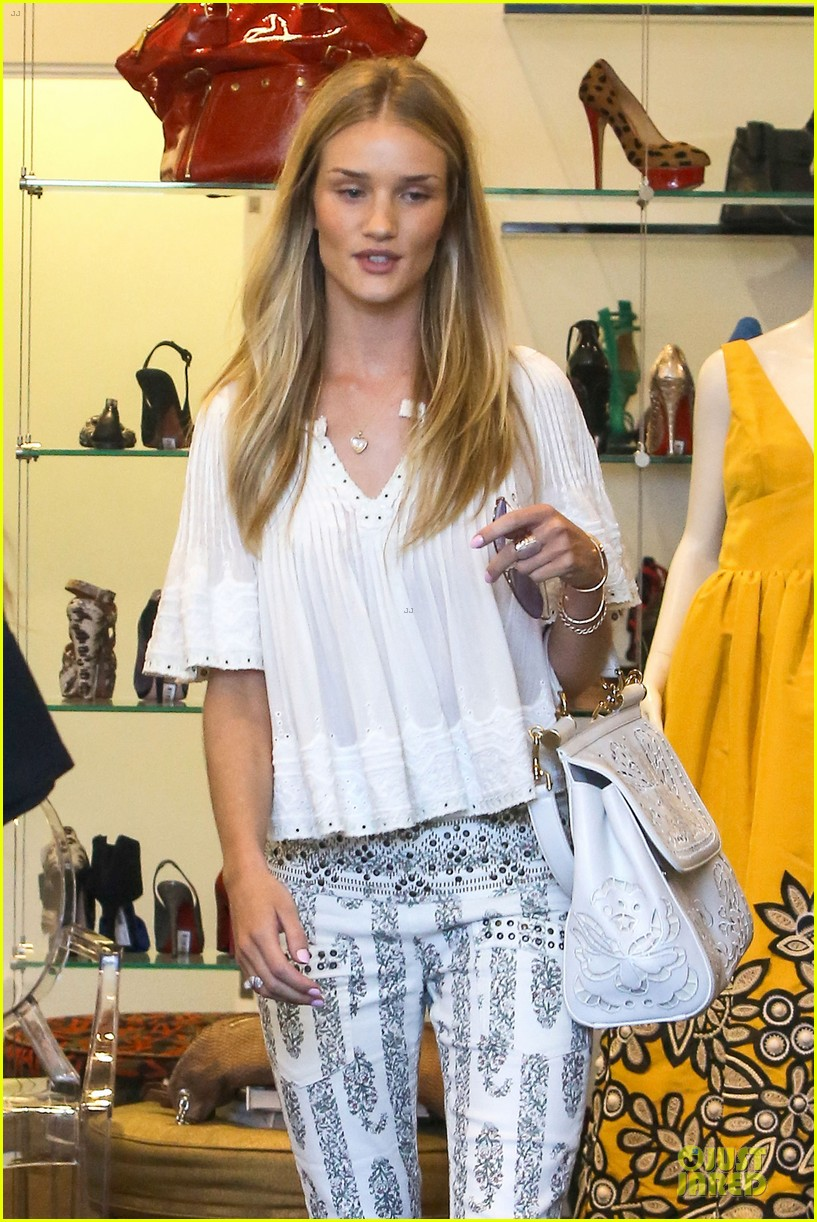 rosie huntington whiteley shops decades after rock n roll weekend 023127104