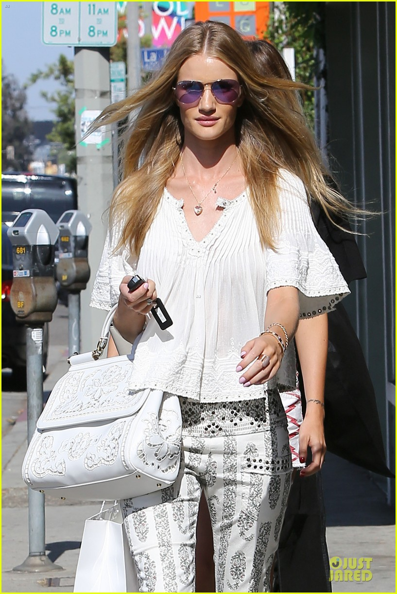 rosie huntington whiteley shops decades after rock n roll weekend 043127106