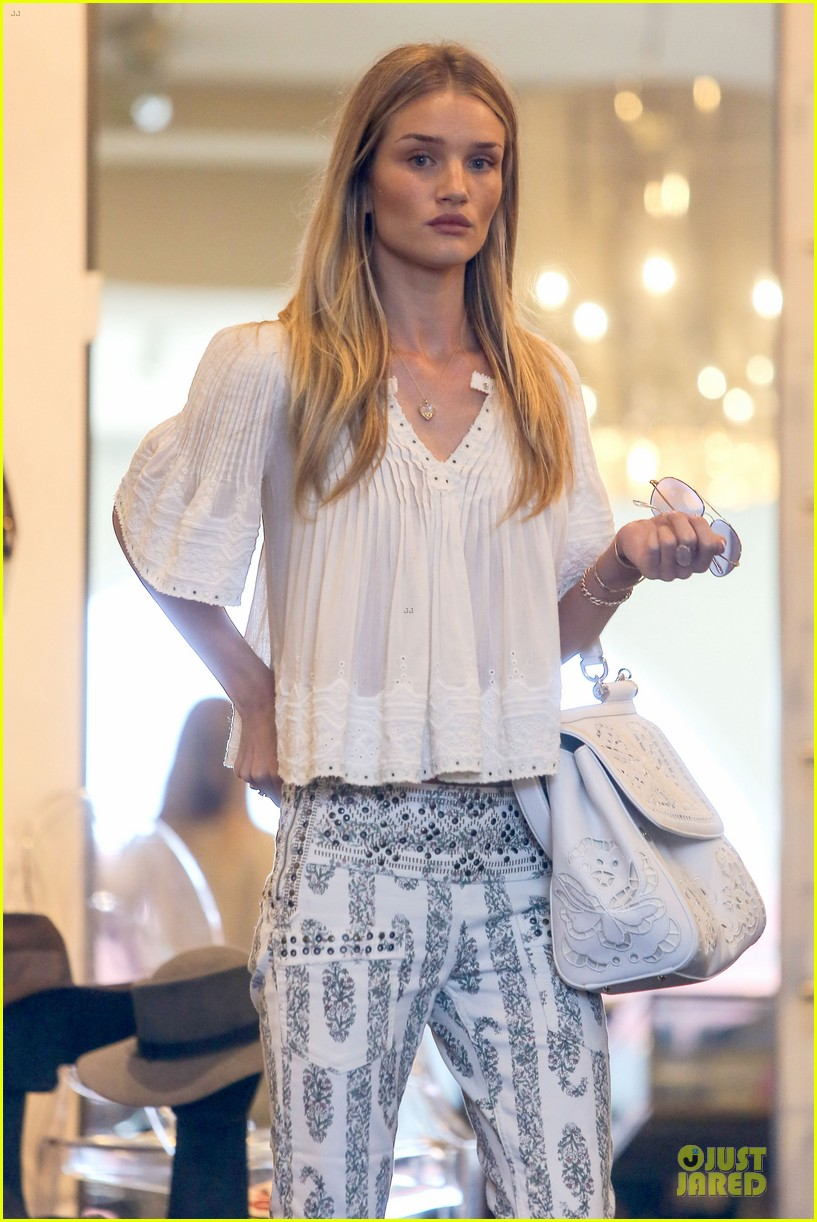 rosie huntington whiteley shops decades after rock n roll weekend 063127108