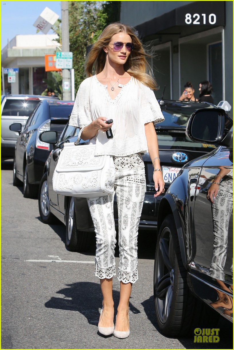 rosie huntington whiteley shops decades after rock n roll weekend 073127109