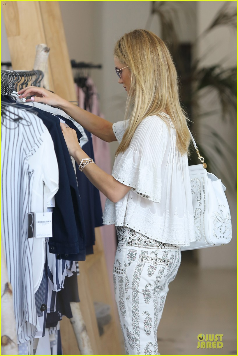rosie huntington whiteley shops decades after rock n roll weekend 083127110