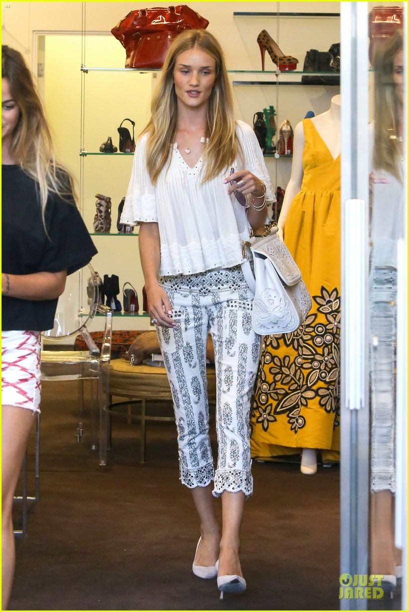 rosie huntington whiteley shops decades after rock n roll weekend 103127112