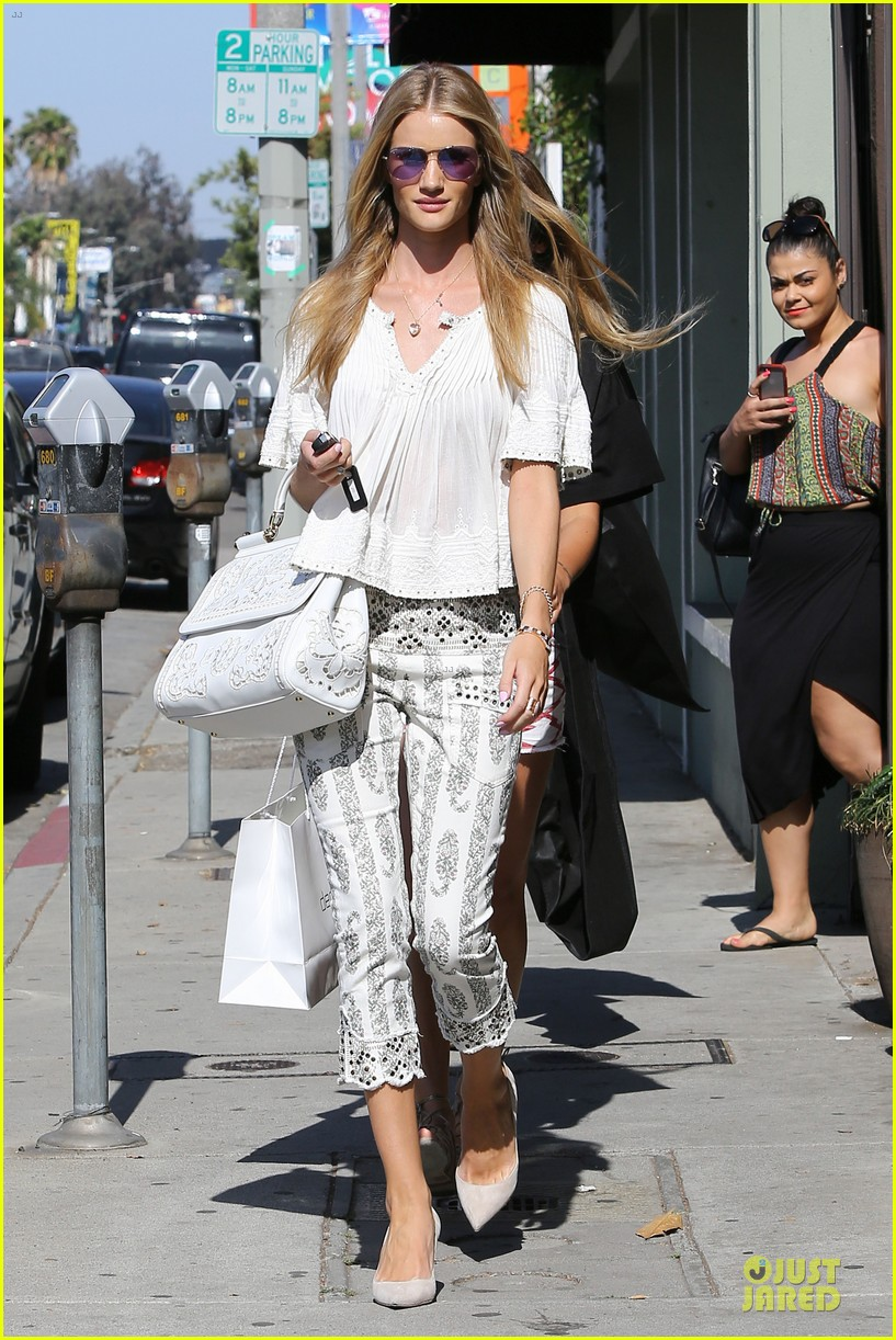rosie huntington whiteley shops decades after rock n roll weekend 113127113