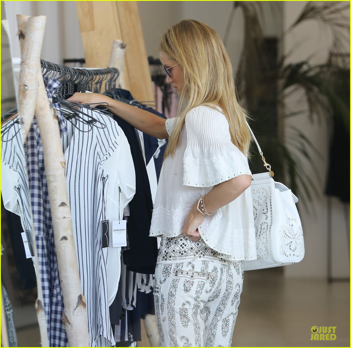 rosie huntington whiteley shops decades after rock n roll weekend 143127116