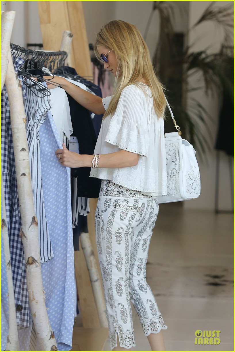 rosie huntington whiteley shops decades after rock n roll weekend 153127117