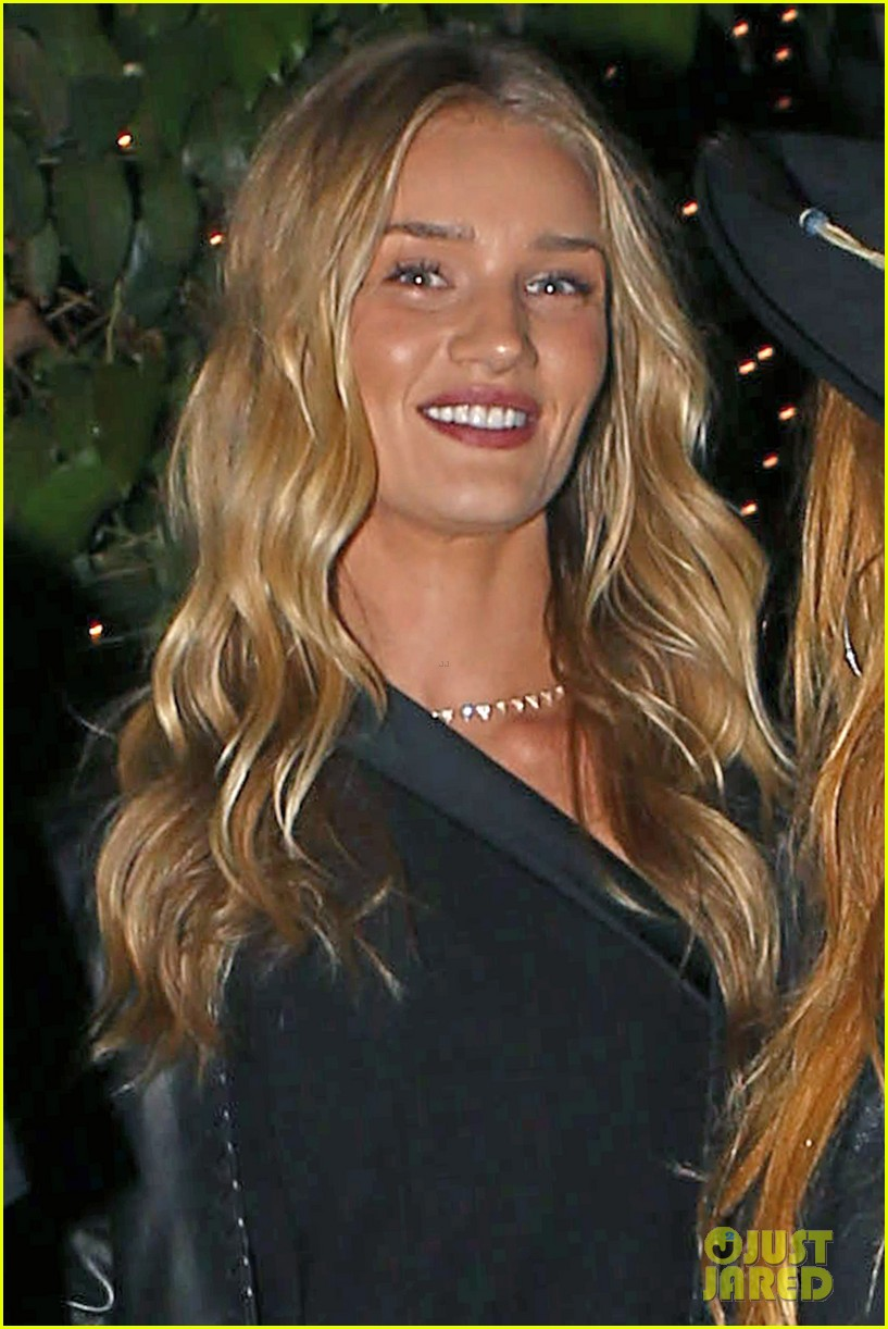 rosie huntington whiteley calvin harris have dinner together 02