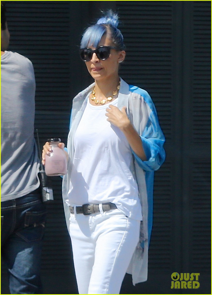 nicole richie debuts new blue hair 153134980
