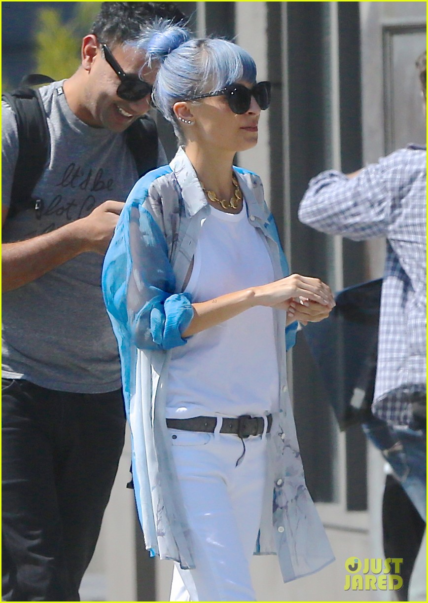 nicole richie debuts new blue hair 203134985