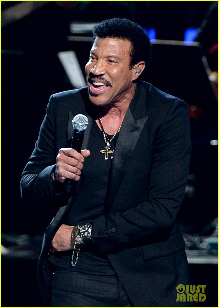 lionel richie name spelled wrong at bet awards 2014 013146429