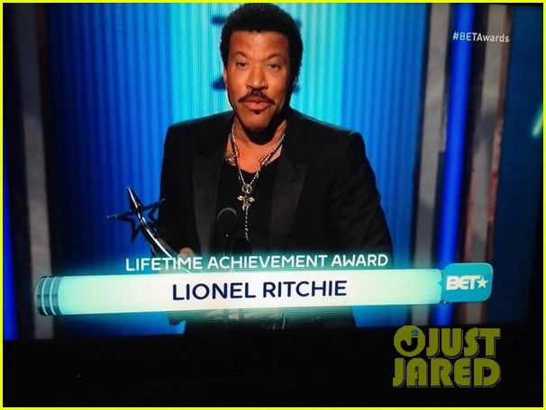 lionel richie name spelled wrong at bet awards 2014 033146431
