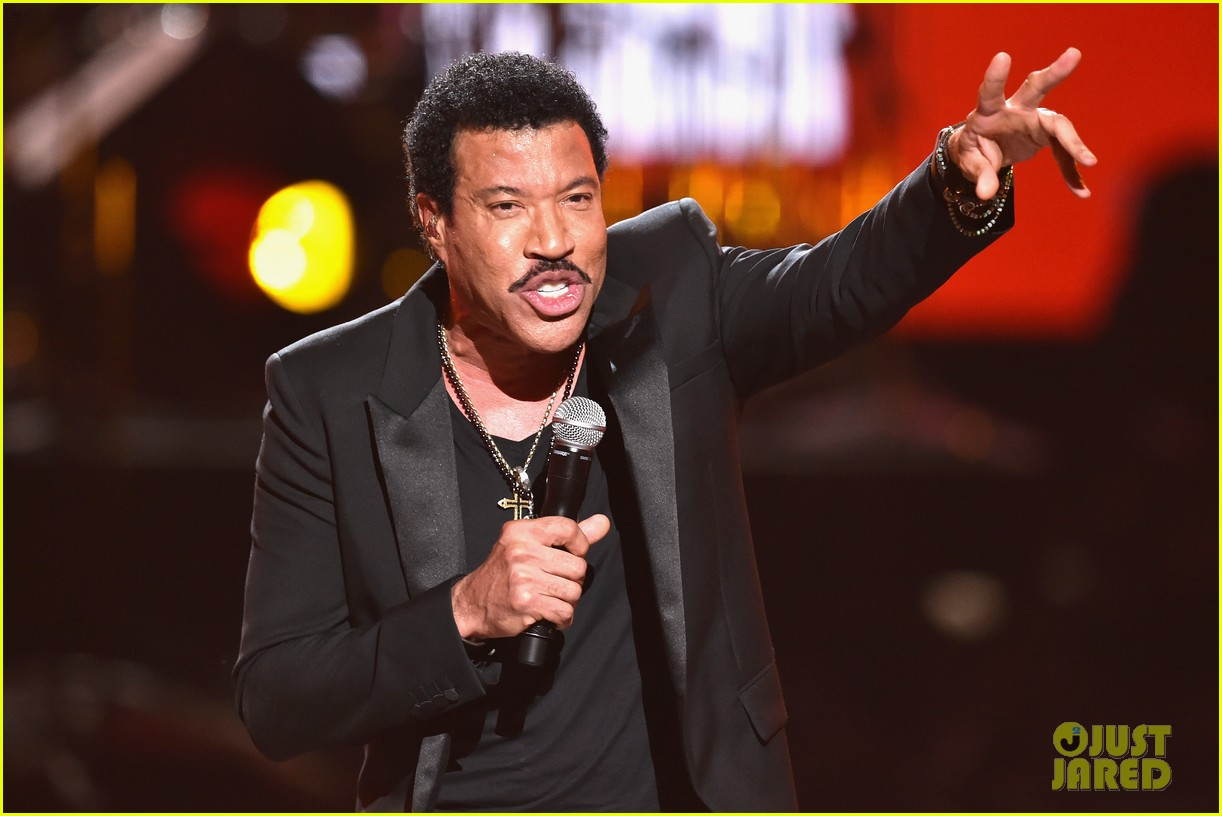 lionel richie name spelled wrong at bet awards 2014 053146433
