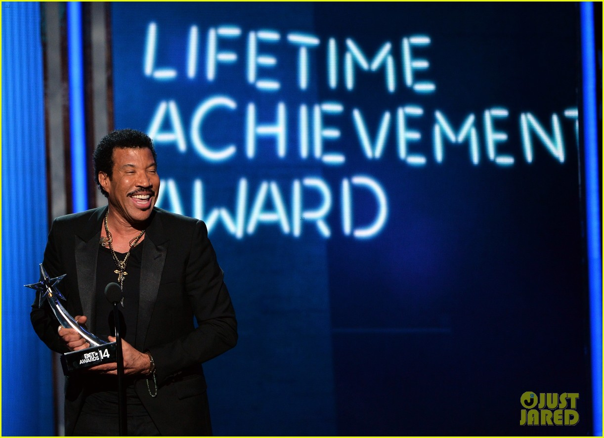 lionel richie name spelled wrong at bet awards 2014 063146434