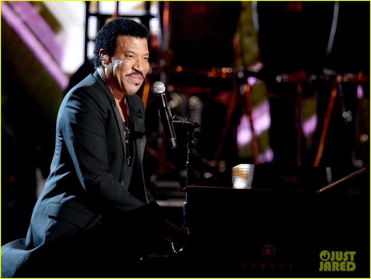 lionel richie name spelled wrong at bet awards 2014 07