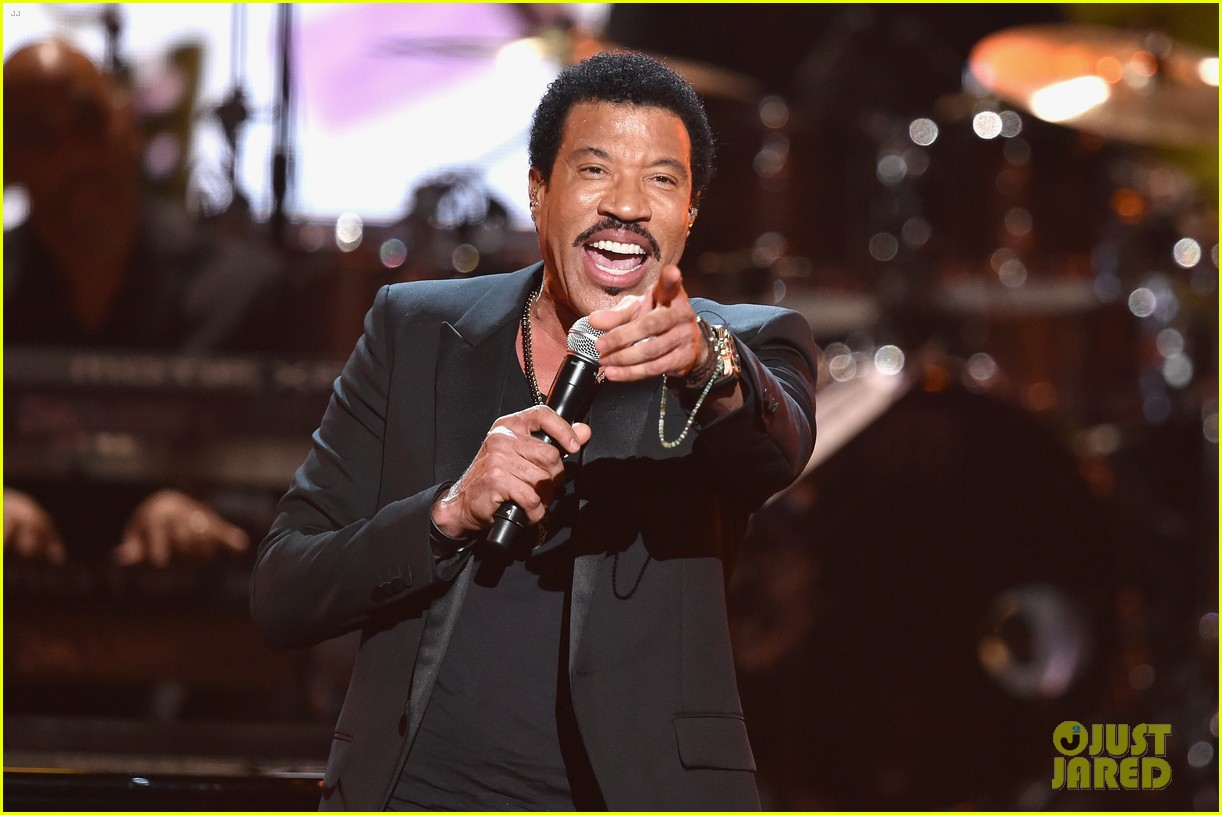lionel richie name spelled wrong at bet awards 2014 083146436