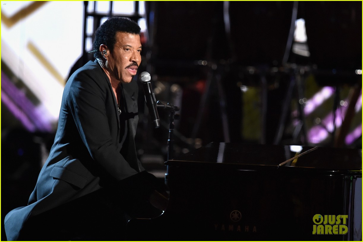 lionel richie name spelled wrong at bet awards 2014 103146438