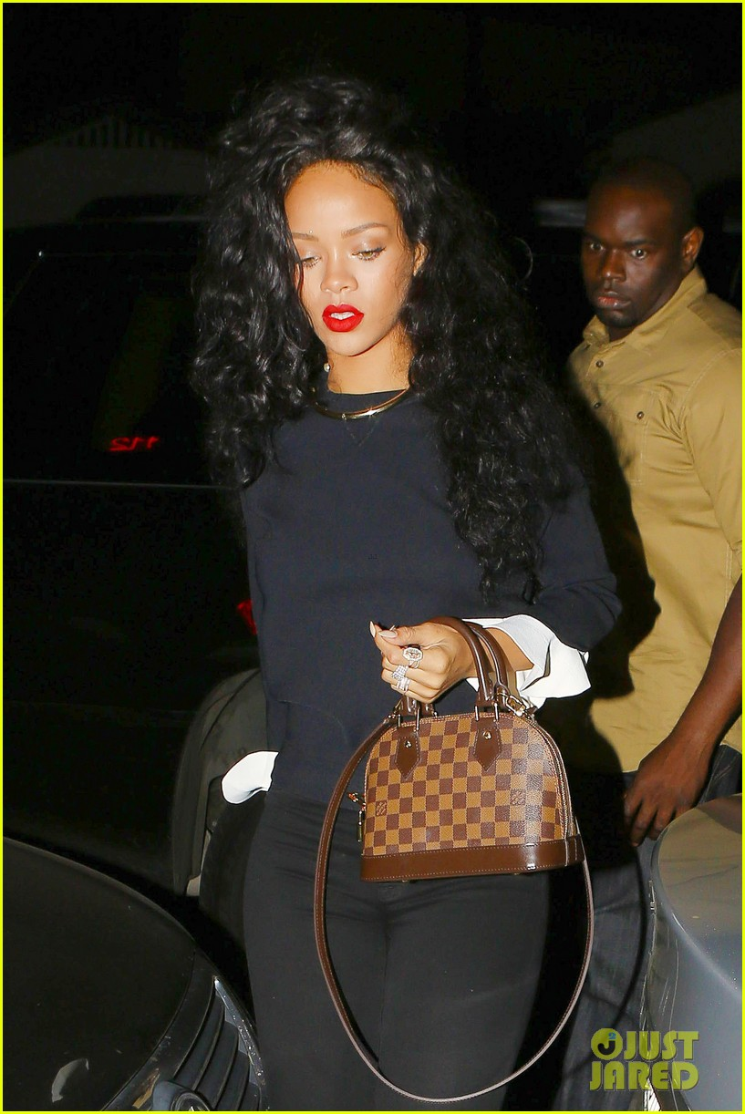 rihanna chris martin share a friendly dinner 04