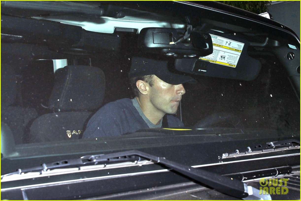 rihanna chris martin share a friendly dinner 053131603