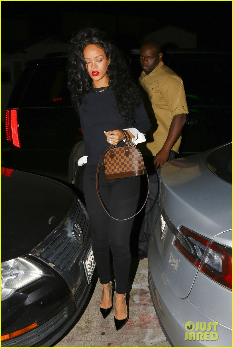 rihanna chris martin share a friendly dinner 073131605