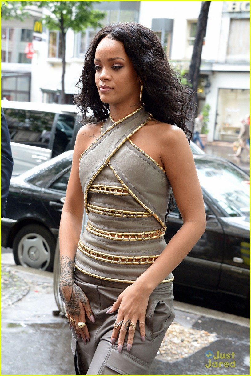 see how rihanna sheer dress was made 023128253