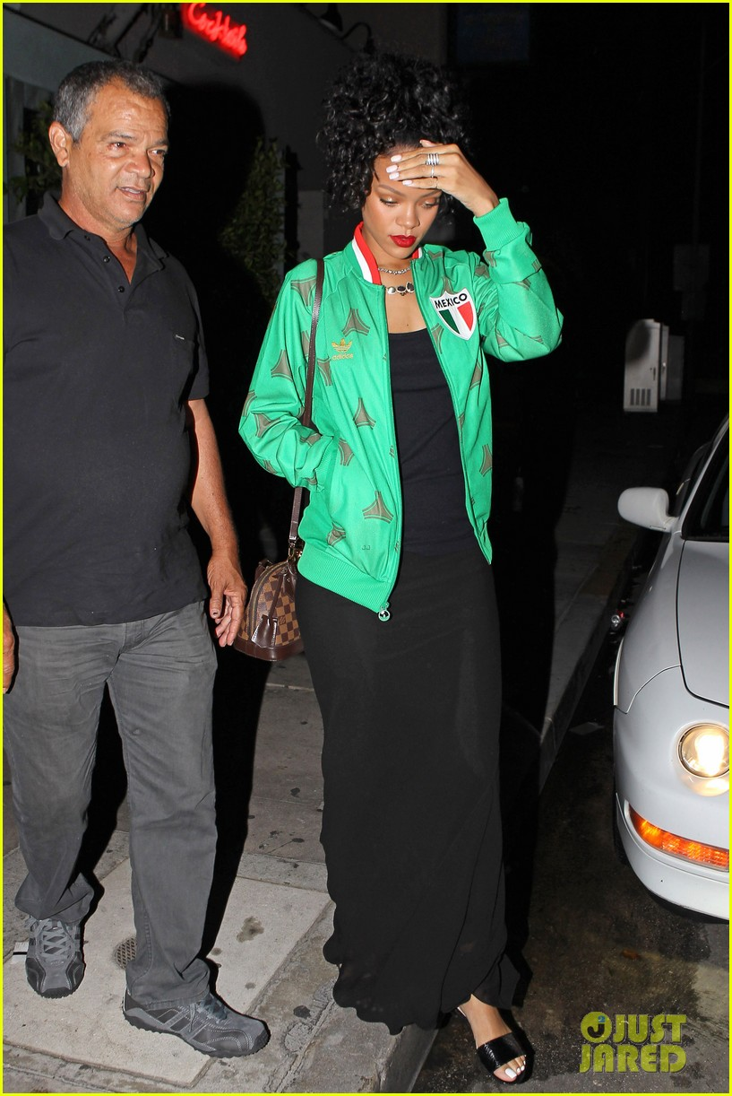 rihanna dinner after skipping the bet awards 11
