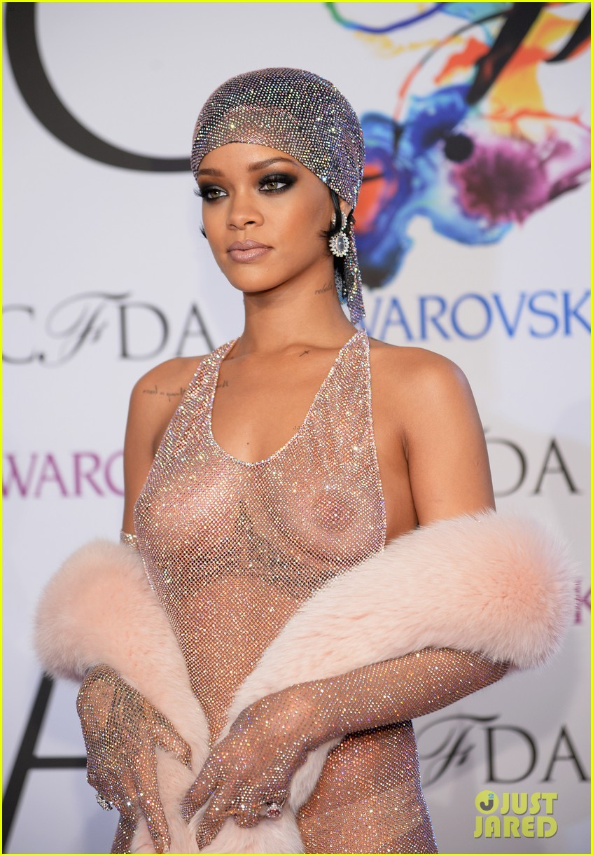 rihanna stylist talks her so naked dress at cfda awards 043127122