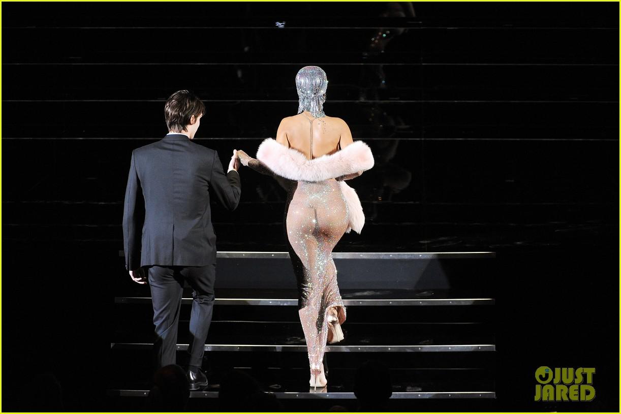 rihanna stylist talks her so naked dress at cfda awards 053127123
