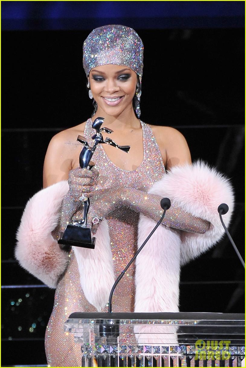rihanna stylist talks her so naked dress at cfda awards 123127130