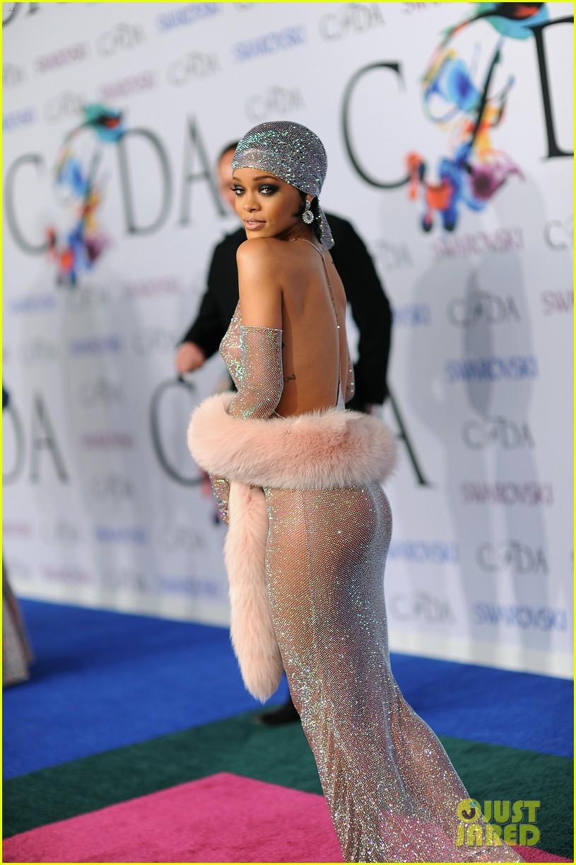 rihanna stylist talks her so naked dress at cfda awards 203127138
