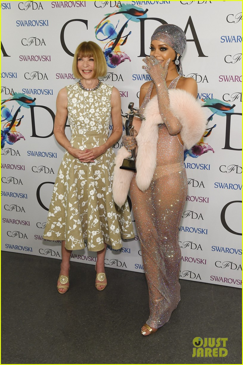 rihanna stylist talks her so naked dress at cfda awards 213127139