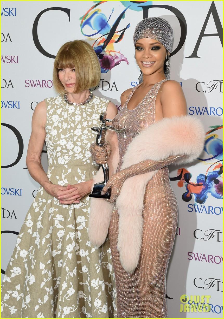 rihanna stylist talks her so naked dress at cfda awards 223127140
