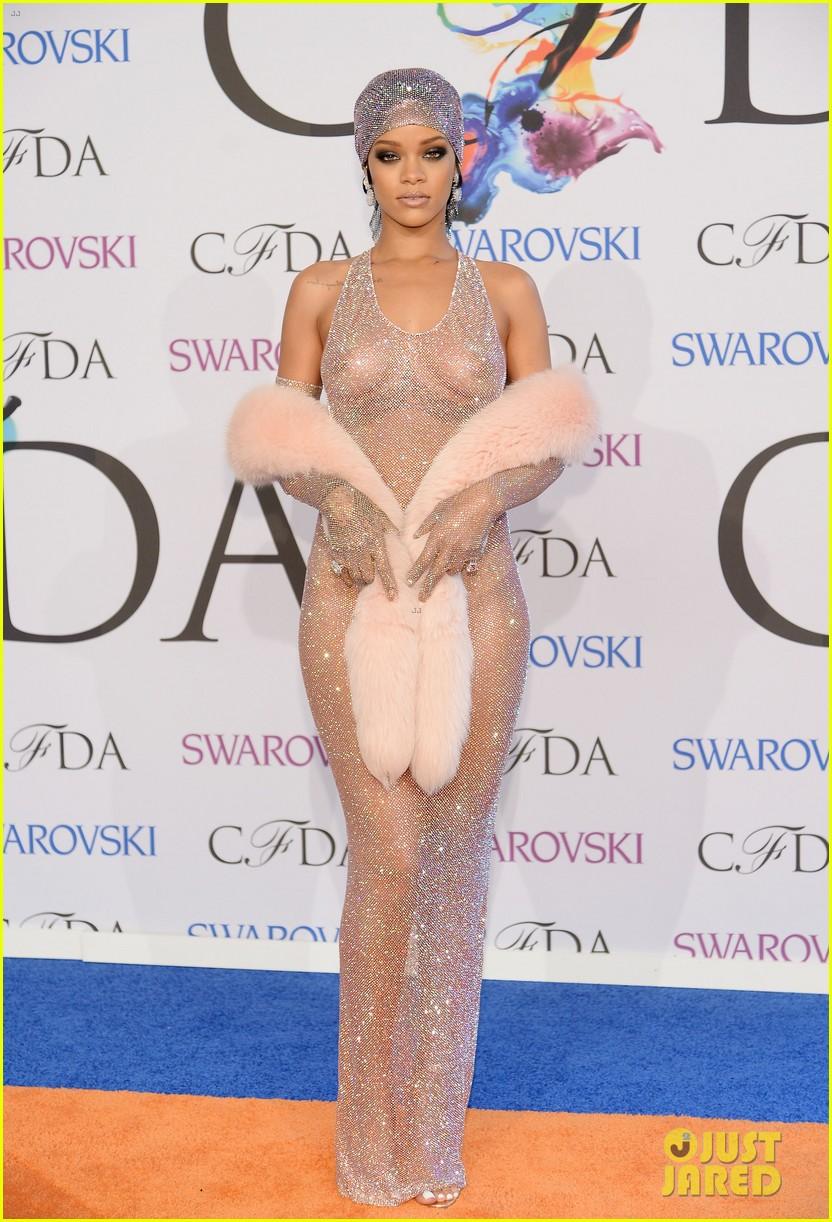 rihanna stylist talks her so naked dress at cfda awards 273127145