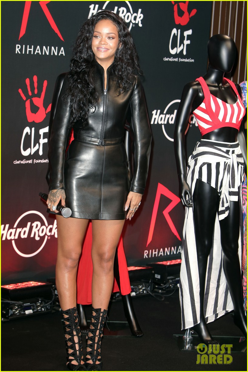 rihanna launches limited edition t shirt for charity 043128848