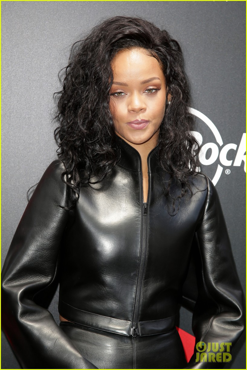 rihanna launches limited edition t shirt for charity 20