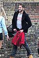 margot robbie smooches mystery man in london 18