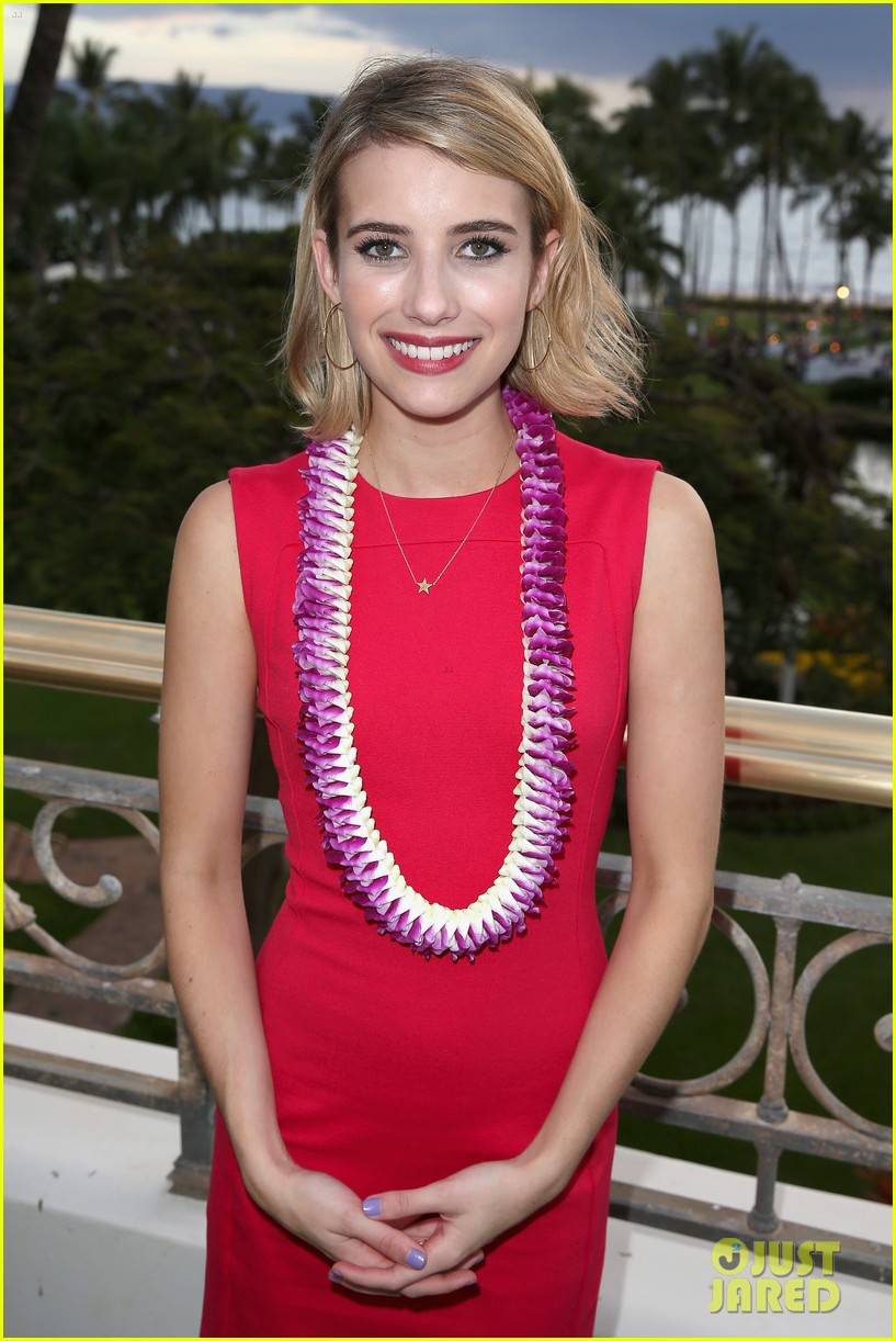 emma roberts wins shining star awards maui film festival 01