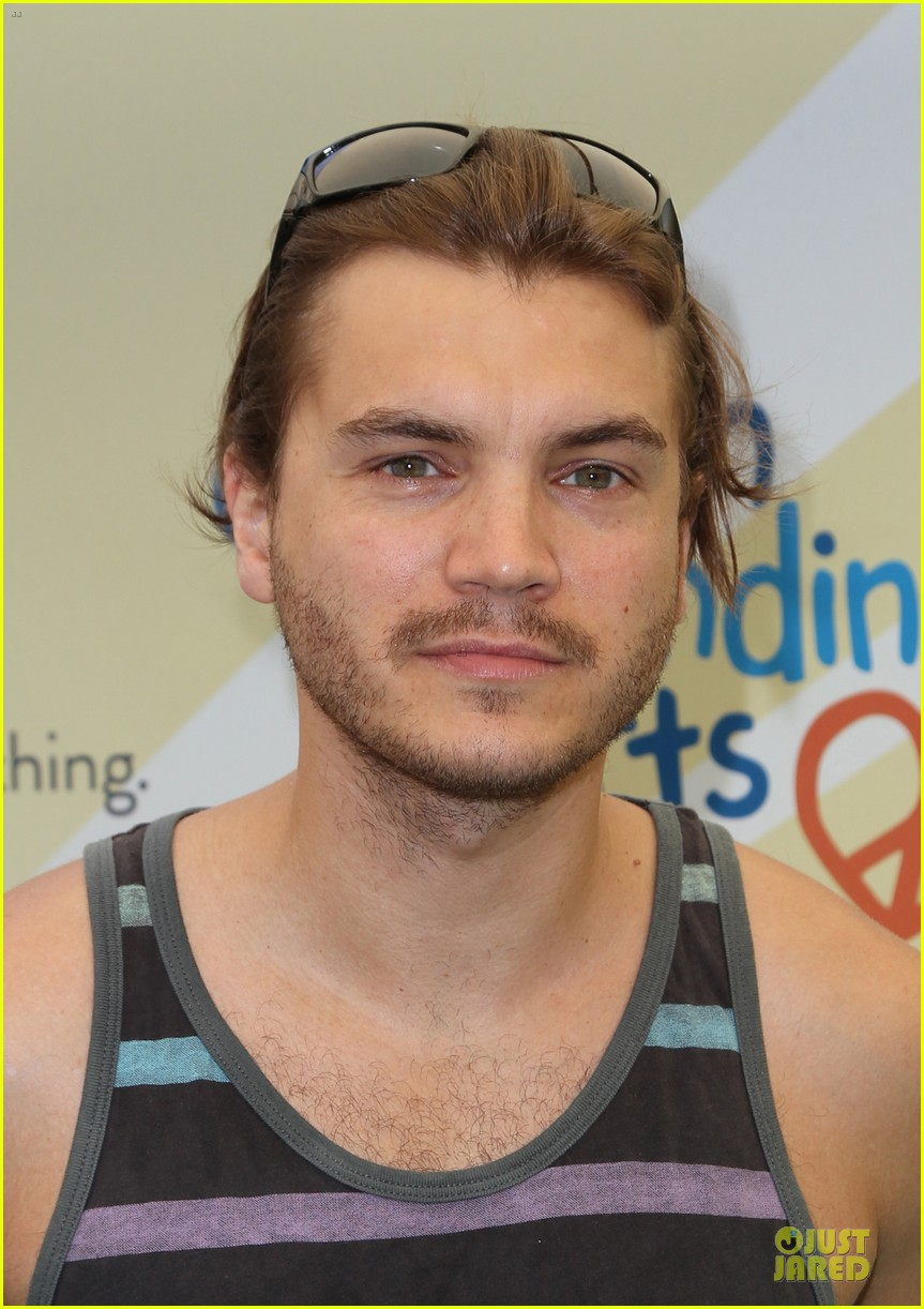 michelle rodriguez emile hirsch fundraise disadvantaged youth 083135826