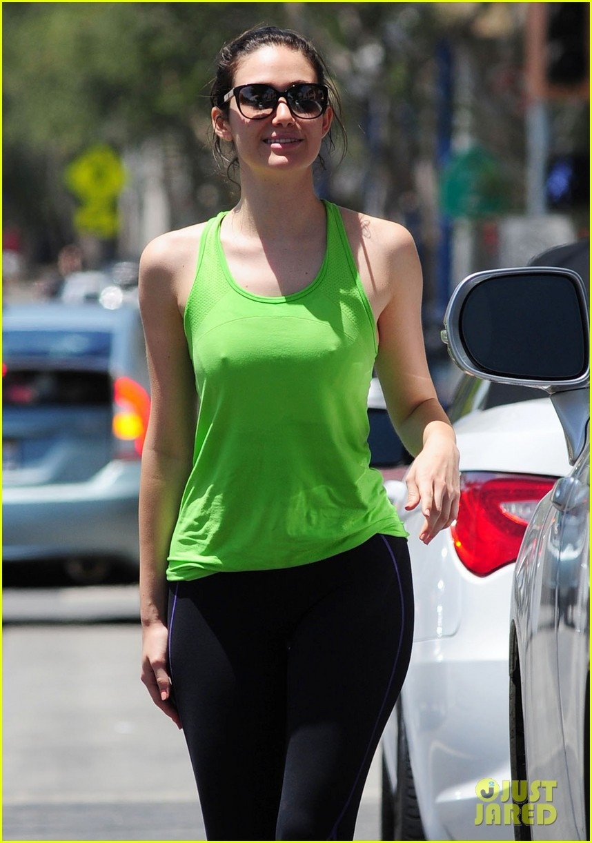 emmy rossum bright green top crop top gym juice 043140745