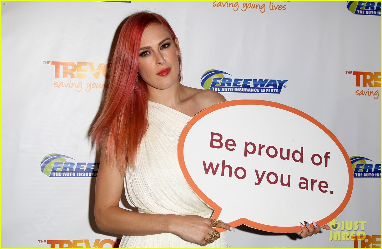 rumer willis performs trevor project prom 2014 033125816