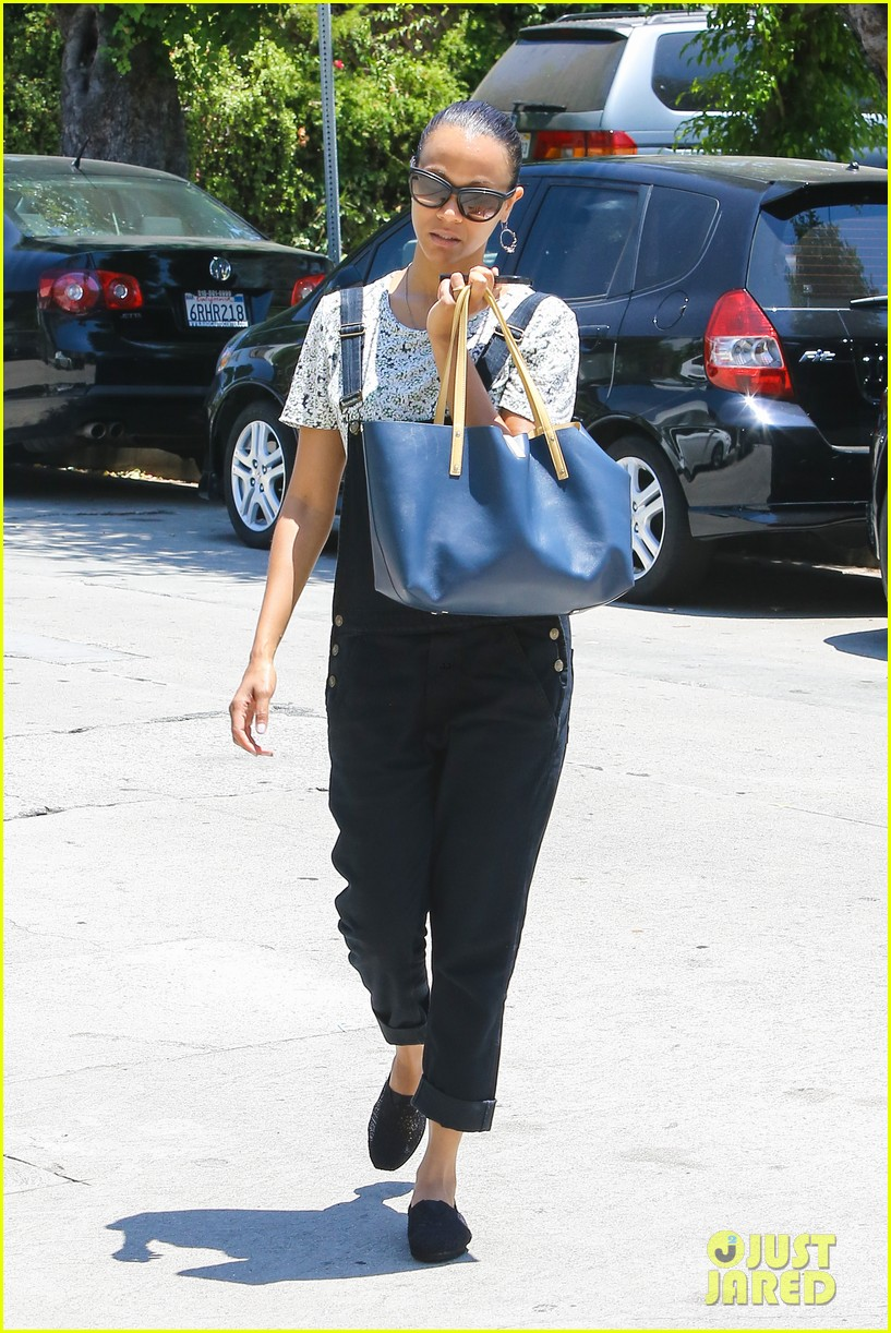 zoe saldana covers her belly after pregnancy rumors surface 063146262