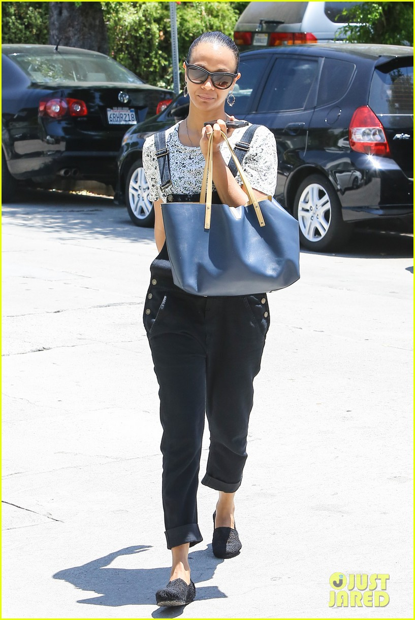 zoe saldana covers her belly after pregnancy rumors surface 103146266