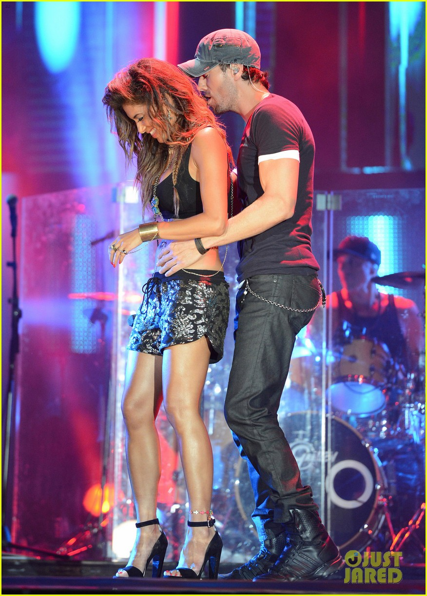 nicole scherzinger enrique iglesias perform together at isle of mtv 013143839