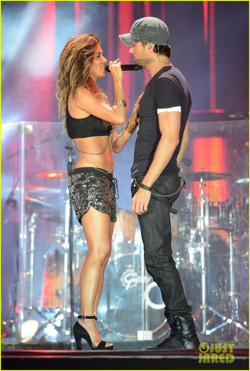 nicole scherzinger enrique iglesias perform together at isle of mtv 243143862